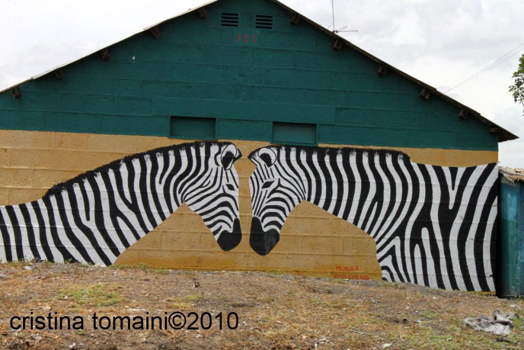 case con murales raffiguranti le zebre
