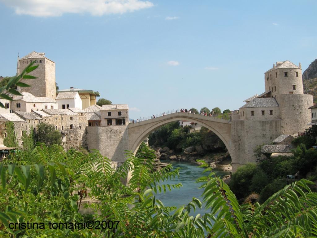 il famoso ponte sulla Neretva, ricostruito