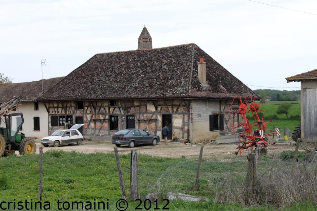 fattoria con camino saraceno
