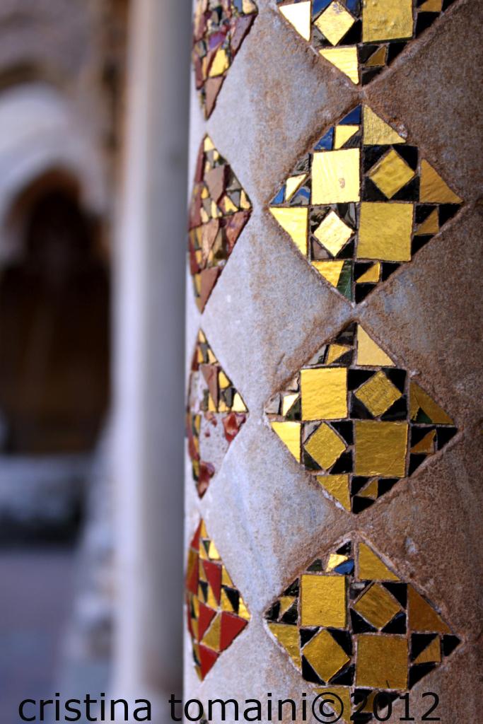 chiostro di Monreale, colonna