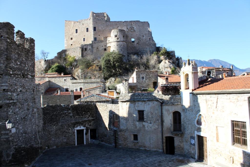 Castelvecchio di Rocca Barbena, il castello dei Clavesana