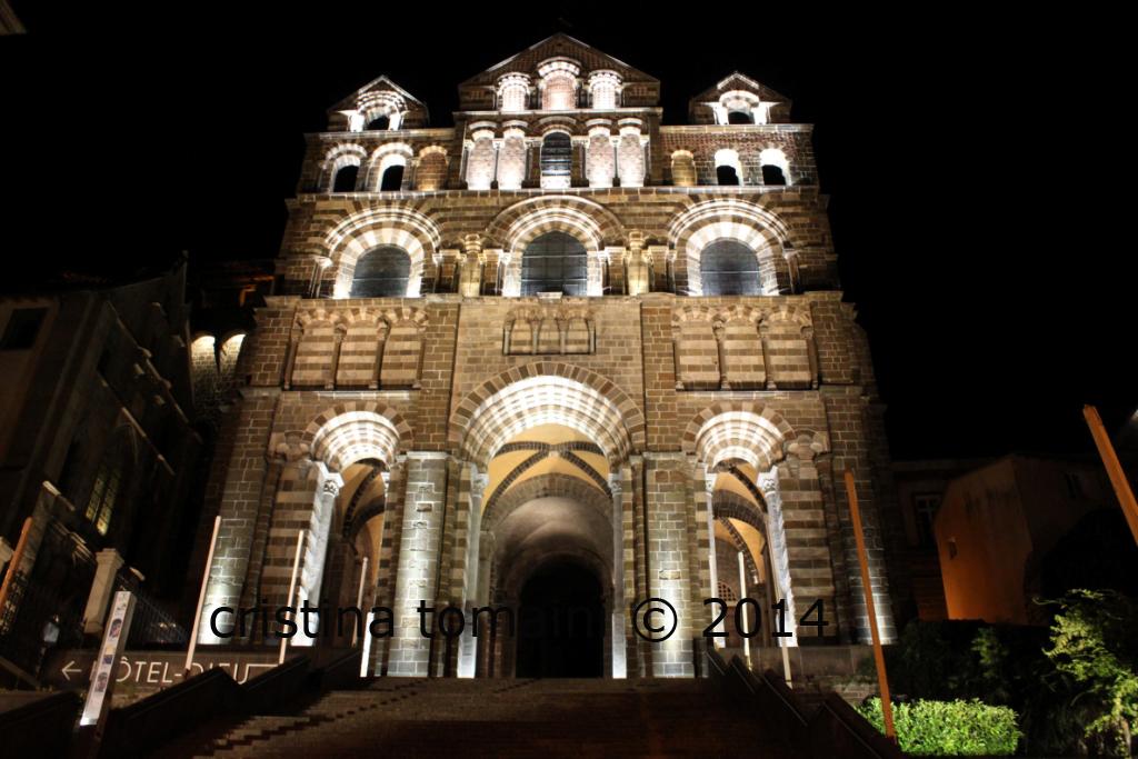 la cattedrale di Puy en Velay