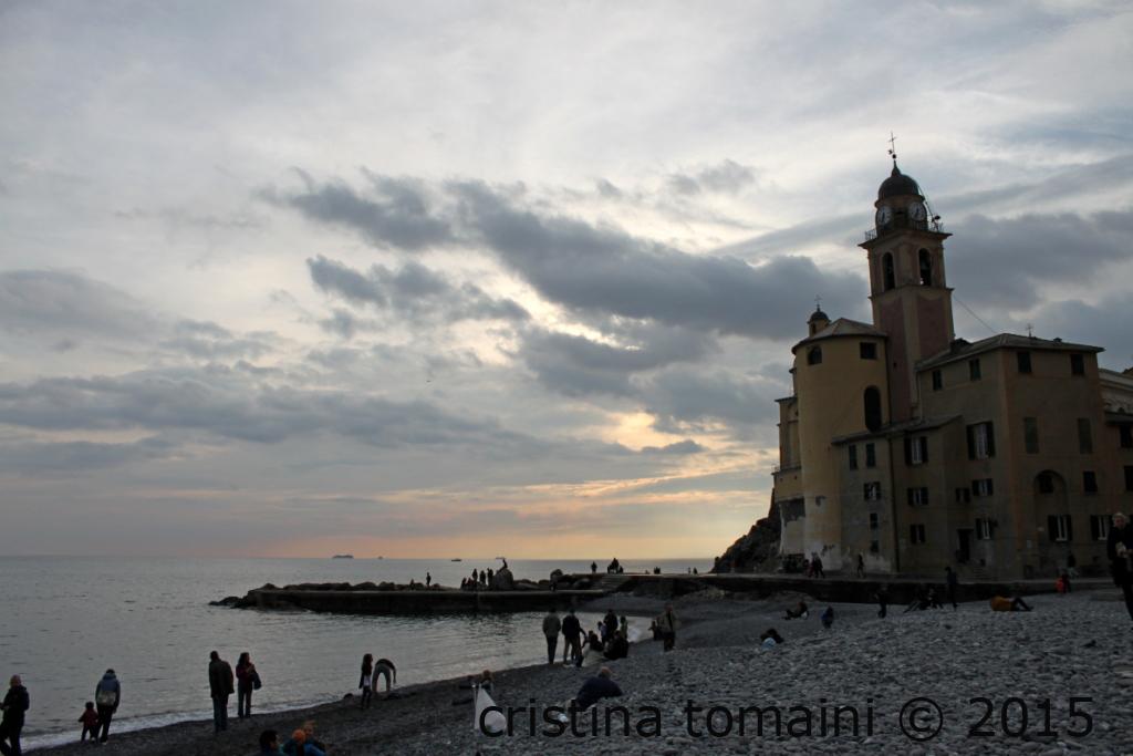 Basilica di Santa Maria Assunta, dalla spiaggia di Camogli