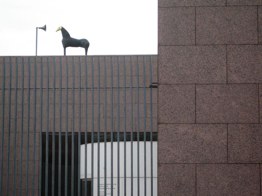 Hortus conclusus, scultura di Mimmo Paladino